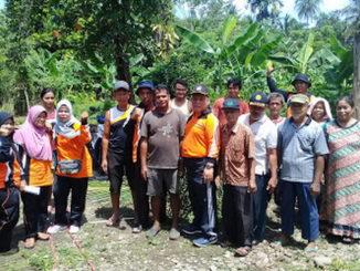 Elvi Amri bersama masyarakat Ikur Koto, Padang.