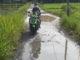 Jalan tanah di tengah kota Pariaman.