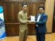 "Muhammad Syarif Bando menerima buku antologi puisi ""Epitaf Kota Hujan"" karya penyair Asia Tenggara dari Alvi Sena."