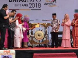 Pembukaan Lintau Expo oleh Mufidah Jusuf Kalla.