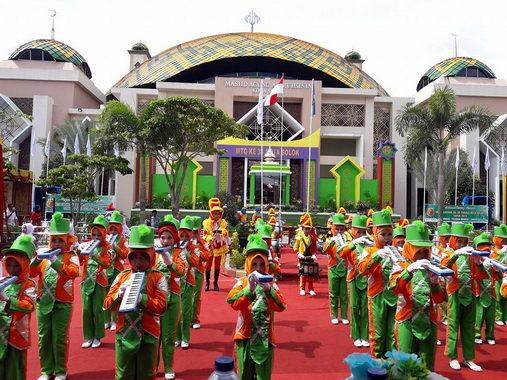 Penampilan drum band saat pembukaan MTQ Kota Solok ke 38.
