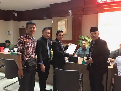 Penyerahan gugatan ke Pengadilan Negeri Jakarta Pusat..