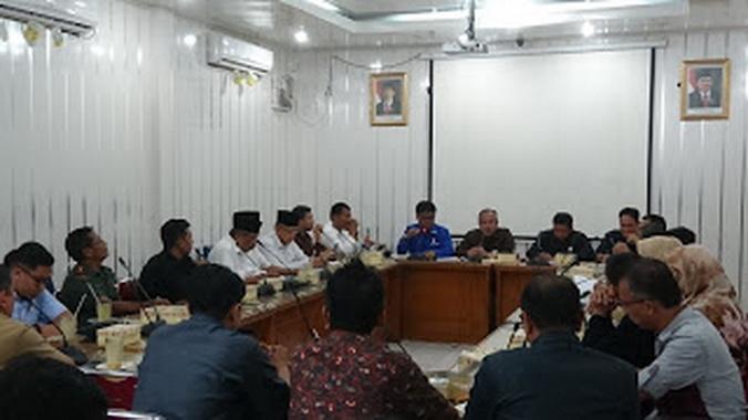 Rapat Komisi I DPRD Kota Padang.