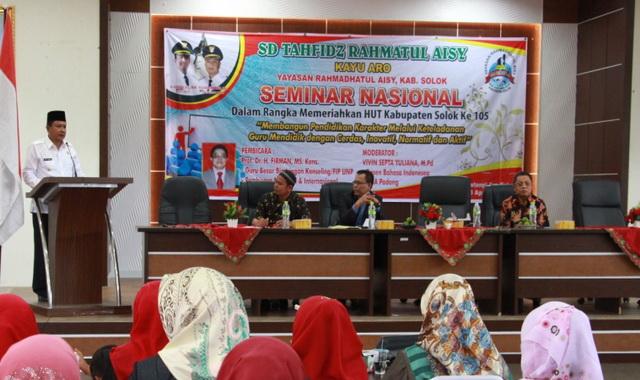 Wabup Yulfadri Nurdin saat memberi arahan pada Seminar Nasional dalam rangka memeriahkan HUT Ka. Solok ke 105.