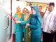 Bupati Irfendi Arbi saat menyaksikan operasional sinyal HP di Nagari Sungai Talang.