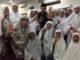 Fauzi Bahar bersama ibu-ibu majelis Taklim. (Dok. Perwira Management)