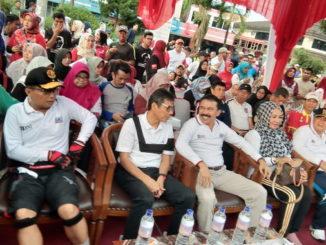 Gubernur Irwan Prayitno bersama Kapolda Sumbar, Fakhruddin dan Wagub Nasrul Abit pada pembukaan Car Free Day di jalan Chatib Sulaiman, Padang.