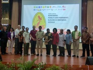 Gubernur Irwan Prayitno bersama sebagian peserta konferensi.