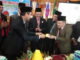 Gubernur Irwan Prayitno menyerahkan nasi tumpeng HUT Kab. Padang Pariaman ke 189 kepada Bupati Ali Mukhni.