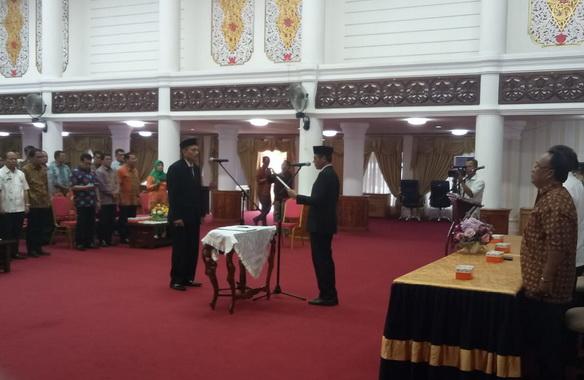 Gubernur Sumatera Barat Irwan Prayitno melantik Ir. Syafrizal menjadi Kepala Biro Administrasi Pengadaan dan Pengelolaan Barang Milik Daerah Sekretariat Daerah Provinsi Sumbar.