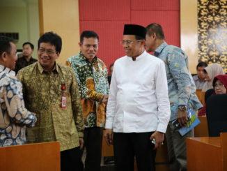 Irjen Kemenristekdikti Jamal Wibowo bersama Rektor Ganefri dan Warek IV Syahrial Bakhtiar di UNP.