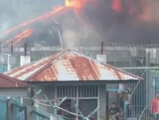 Kobaran api tengah melalap bangunan di Blok D Lapas kelas IIA Bukuttinggi.