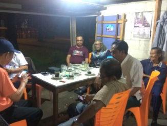 Masnadi saat berbincang dengan seniman di Taman Budaya Sumbar, Padang.