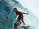 Pemain surfing di indahnya ombak kepulauan Mentawai.
