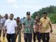 Nasrul Abit saat melakukan peninjauan Main Stadium di Padang Pariaman.
