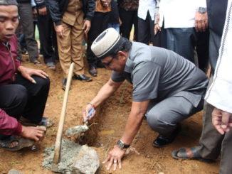 Peletakan batu pertama renovasi mesjid Baitul Ihsan Talang Babungo.