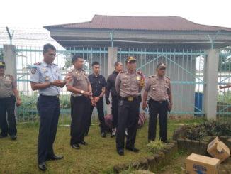 Pihak kepolisian bersama pimpinan Kalpas Biaro.