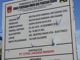Plang mega proyek Revitalisasi Jam Gadang.