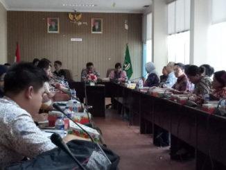 Rapat Koordinasi dengan Tim advan dari kemenlu di ruang Rapat kantor Gubernur Sumbar.