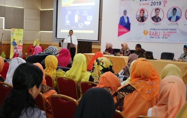 Seminar dan talkshow yang dilaksanakan Iwapi Sumbar di UNP Padang.