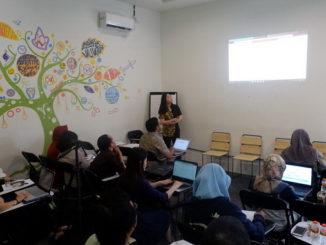 Suasana lokakarya hari kedua di Satu Atap Coworking Space & Food Station, Surabaya, Jawa Timur,