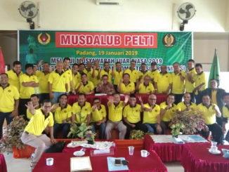Syahrial Bakhtiar bersama pengurus Pengprov dan Pengda Pelti se Sumbar.
