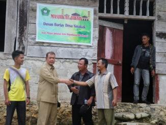 Wagub Nasrul Abit saat mengunjungi Mesjid Jihad di desa Boriay.