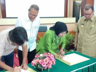 Wakil Gubernur Sumatera Barat Nasrul Abit dalam acara pembukaan Konferensi Peneliti dan Pemerhati Burung di Indonesia (KPPBRI) ke-V ,