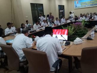 Wakil Gubernur Sumatera Barat Nasrul Abit membuka Rakor Kesehatan Kabupaten-Kota se Sumatera Barat, di ruang rapat BAPPEDA kota Solok.