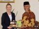 Wako Mahyeldi bersama Sekretaris II Bidang Politik Kedubes Australia untuk Indonesia Mrs. Ami Keough.