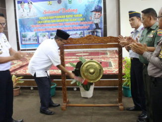 Bupati Solok, Gusmal memukul gong pelounchingan E-Kir.