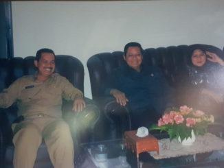 Fauzi Bahar bersama Presiden SBY dan Ani Yudhoyono saat berkenjung ke Padang.