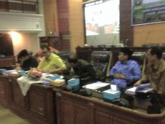 Ketua DPRD Sumbar Ir Hendra Irwan Rahim saat membuka Seminar Hari Hari Jadi Provinsi Sumatera Barat