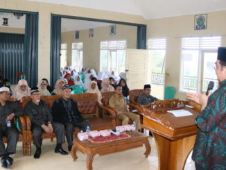 Leonardy Harmainy saat mengunjungi Yayasan Pendidikan Islam Pondok Pesantren Abdul Karim Syu'aib, Agam.