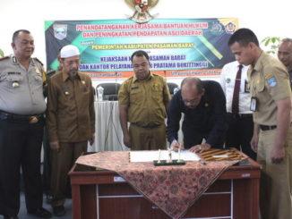 Penandatanganan MoU kerjasama bantuan hukum di Pasbar.