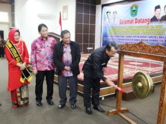 Pencanangan Gerakan Sadar Tertip dan Gerakan Perpustakaan Bergulir-Buku Masuk Rumah di Kabupaten Solok.