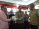 Penyerahan bantuan secara simbolis alat komunikasi satelit oleh Boni Monardo kepada Bupati Yudas Sabbagalet.