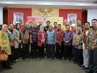 Prof Ganefri bersama anggota Forum Rektor Indonesia.