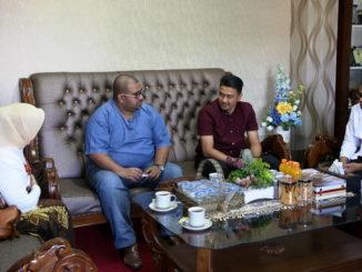 Rektor UNP, Ganefri bersama pakar Pariwisata dan Perhotela Universiti Teknologi Mara (UiTM), Malaysia .