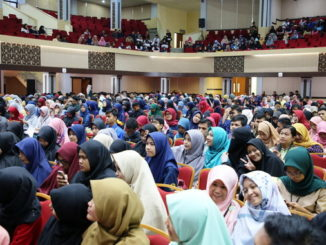 Ribuan mahasiswa yang menghadiri sosialisasi E- Commerce di UNP.