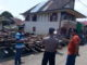 Rumah yang hancur akibat angin kencang di Kumun.