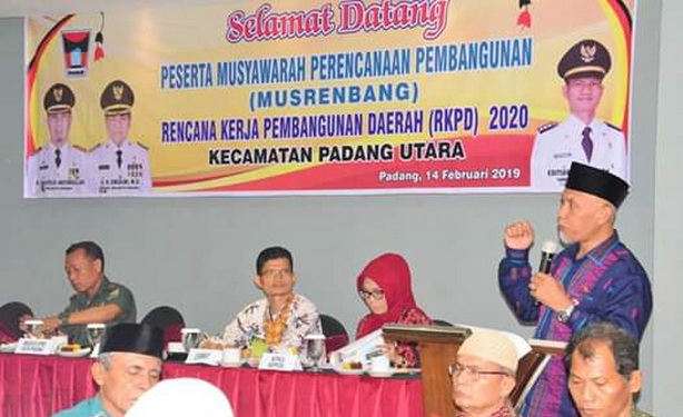 Wako Mahyeldi saat memberi sambutan dan pengarahan pada Musrenbang Kec. Padang Utara.