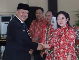 Walikota Zul Elfian menerima ucapan selamat dari Menteri Puan Maharani.