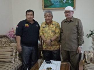Ampera Salim dan Syahril bersama Edy Murdani.