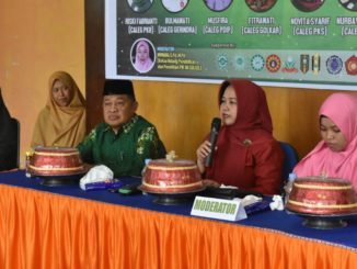 Hj, Andi Kartini Ottong pada Dialog Terbuka Panggung Demokrasi di Sinjai.