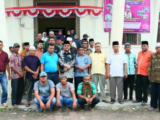 Leonardy bersama masyarakat Kinali.