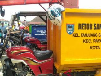 Motor pengangkut sampah di Paayakumbuh.