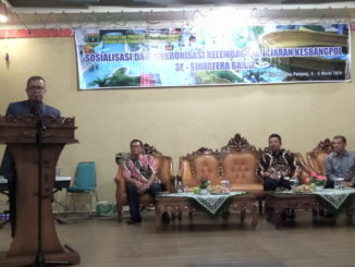 Nasrul Abit pada saat membuka acara Sosialisasi dan Singkronisasi Kelembagaan Jajaran Kesbangpol se Sumatera Barat, di Mifan Kota Padang Panjang.