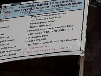 Plang proyek pembangunan GOR Pasbar.