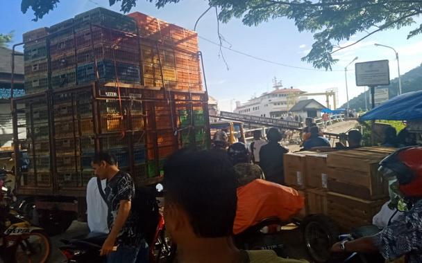 Pelabuhan penyeberangan Labuhan Tarok, Bungus.